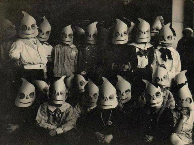 61e4000000000000-these-old-halloween-costumes-prove-our-ancestors-were-much-scarier-than-we-ll-ever-be-jpeg-157969-1024x768